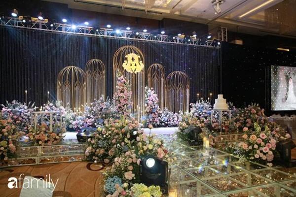 Chiếc váy trăm triệu của Quỳnh Anh được đặt giữa lễ đường, chiêm ngưỡng không gian sảnh cưới đẹp như cổ tích trước giờ G-10