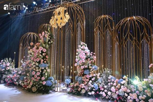 Chiếc váy trăm triệu của Quỳnh Anh được đặt giữa lễ đường, chiêm ngưỡng không gian sảnh cưới đẹp như cổ tích trước giờ G-12