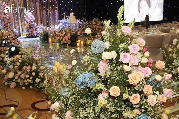 Chiếc váy trăm triệu của Quỳnh Anh được đặt giữa lễ đường, chiêm ngưỡng không gian sảnh cưới đẹp như cổ tích trước giờ G-14