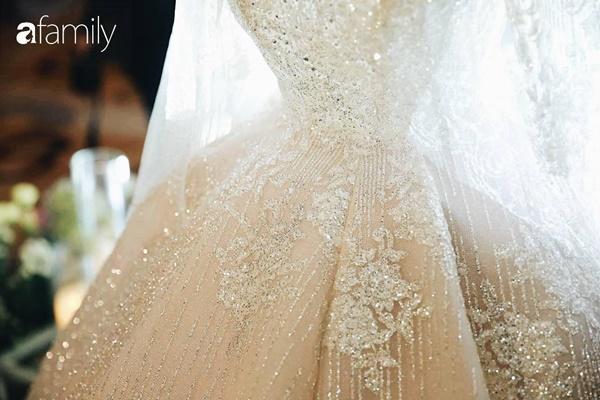 Chiếc váy trăm triệu của Quỳnh Anh được đặt giữa lễ đường, chiêm ngưỡng không gian sảnh cưới đẹp như cổ tích trước giờ G-19