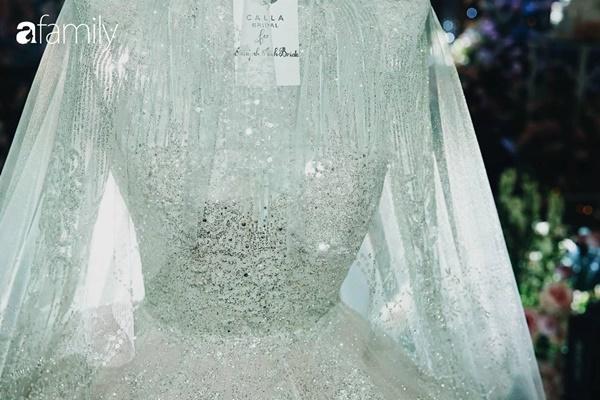 Chiếc váy trăm triệu của Quỳnh Anh được đặt giữa lễ đường, chiêm ngưỡng không gian sảnh cưới đẹp như cổ tích trước giờ G-20