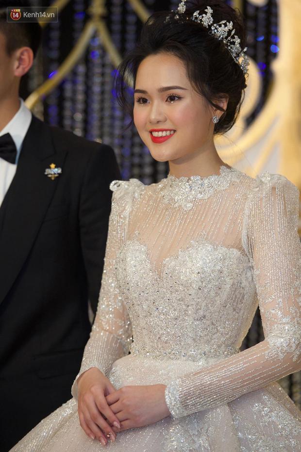 Duy Mạnh - Quỳnh Anh bật khóc trong đám cưới, bố cô dâu xúc động nhắn nhủ: Dẫu gian nan mong 2 con vẫn bên nhau-18