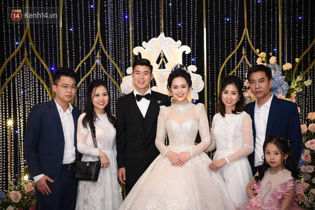Duy Mạnh - Quỳnh Anh bật khóc trong đám cưới, bố cô dâu xúc động nhắn nhủ: Dẫu gian nan mong 2 con vẫn bên nhau-17