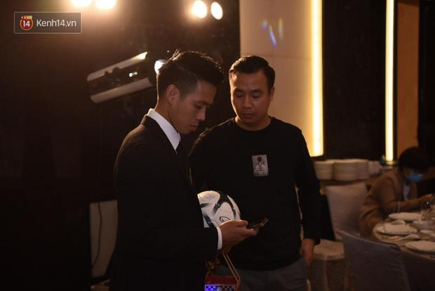Duy Mạnh - Quỳnh Anh bật khóc trong đám cưới, bố cô dâu xúc động nhắn nhủ: Dẫu gian nan mong 2 con vẫn bên nhau-25