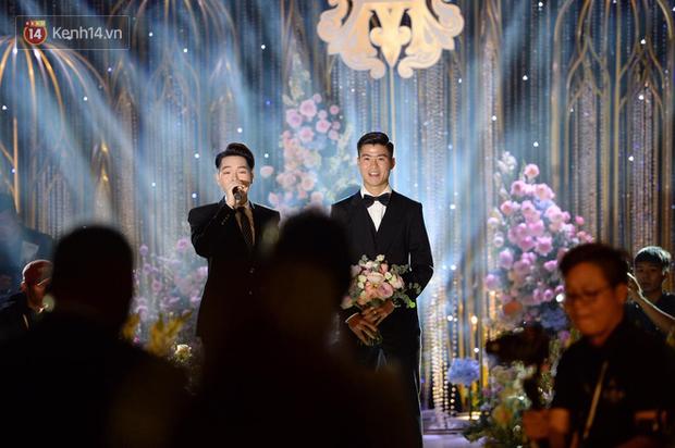 Duy Mạnh - Quỳnh Anh bật khóc trong đám cưới, bố cô dâu xúc động nhắn nhủ: Dẫu gian nan mong 2 con vẫn bên nhau-6