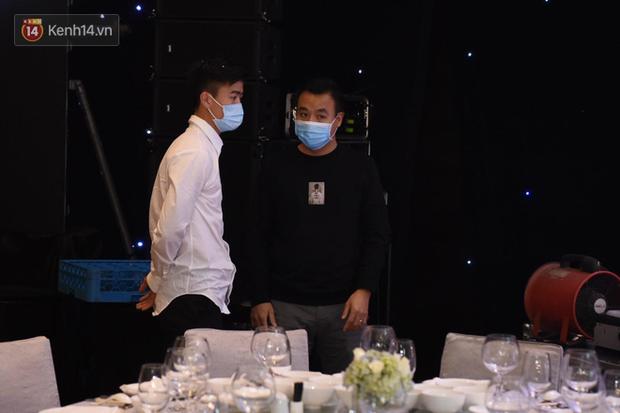 Duy Mạnh - Quỳnh Anh bật khóc trong đám cưới, bố cô dâu xúc động nhắn nhủ: Dẫu gian nan mong 2 con vẫn bên nhau-27