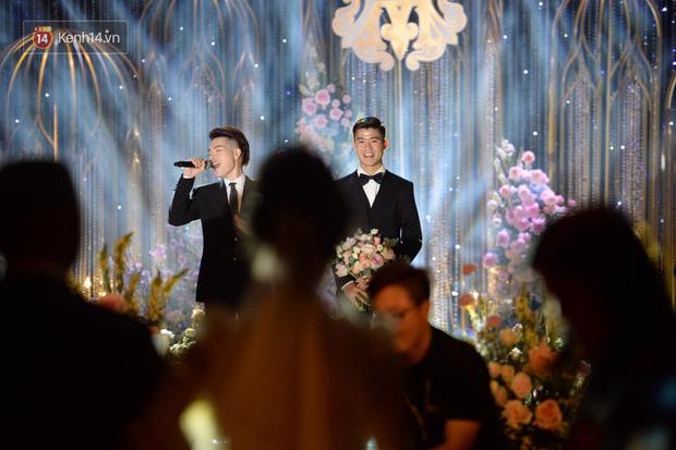 Duy Mạnh - Quỳnh Anh bật khóc trong đám cưới, bố cô dâu xúc động nhắn nhủ: Dẫu gian nan mong 2 con vẫn bên nhau-7