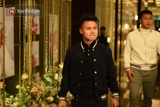 Duy Mạnh - Quỳnh Anh bật khóc trong đám cưới, bố cô dâu xúc động nhắn nhủ: Dẫu gian nan mong 2 con vẫn bên nhau-1