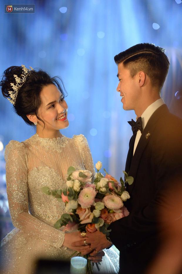 Duy Mạnh - Quỳnh Anh bật khóc trong đám cưới, bố cô dâu xúc động nhắn nhủ: Dẫu gian nan mong 2 con vẫn bên nhau-10