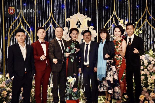 Duy Mạnh - Quỳnh Anh bật khóc trong đám cưới, bố cô dâu xúc động nhắn nhủ: Dẫu gian nan mong 2 con vẫn bên nhau-20
