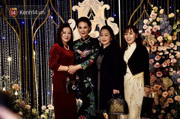 Duy Mạnh - Quỳnh Anh bật khóc trong đám cưới, bố cô dâu xúc động nhắn nhủ: Dẫu gian nan mong 2 con vẫn bên nhau-22