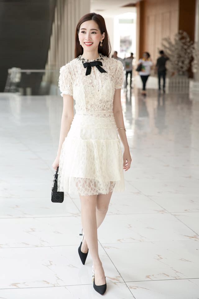 Quỳnh Anh diện đôi giày cưới đụng cả dàn sao Vbiz, trông thế mà cô dâu cũng gắt chẳng kém cạnh chú rể-5