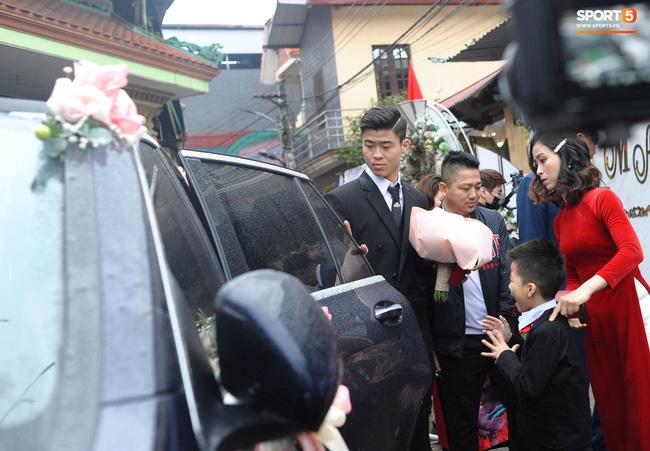 Chân dung người chị ruột xinh đẹp và cô cháu gái model nhí chuyên nghiệp vừa xuất hiện nổi bật trong đám cưới cậu Duy Mạnh ngày hôm qua-3