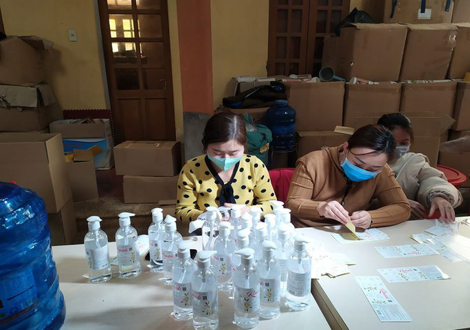 Phát hiện cơ sở sản xuất hàng ngàn chai nước rửa tay chống virus corona giả-2