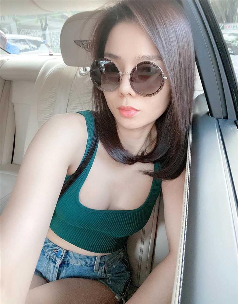 Trang phục đinh của sao Việt: Ngọc Trinh mê áo cúp ngực, U40 Lệ Quyên có sở thích táo bạo-7