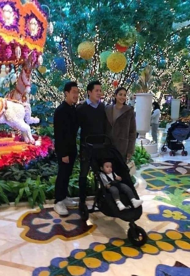 Được ông xã chiều chuộng chưa đủ, chỉ với một hành động nhỏ, Phạm Hương đã tiết lộ mối quan hệ đặc biệt với mẹ chồng!-4