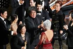 """Ký sinh trùng đoạt 4 giải Oscar: Cả thế giới rúng động trước chiến thắng lịch sử """"92 năm có 1"""" của điện ảnh châu Á"""