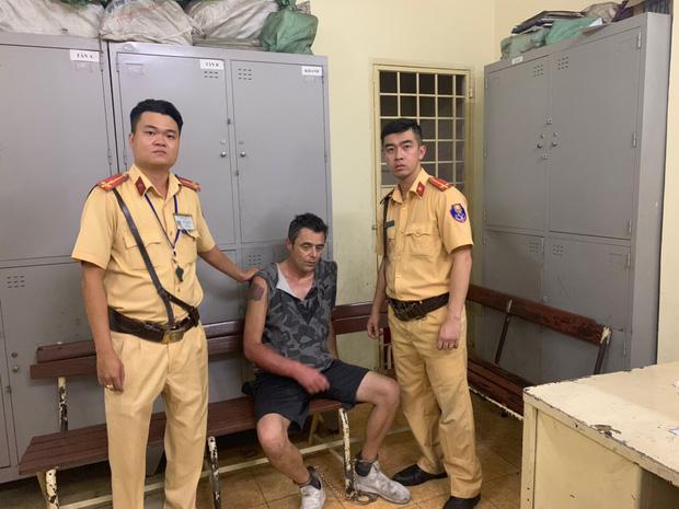 Du khách nước ngoài dùng dao khống chế nhân viên, cướp tài sản ở trung tâm Sài Gòn-1