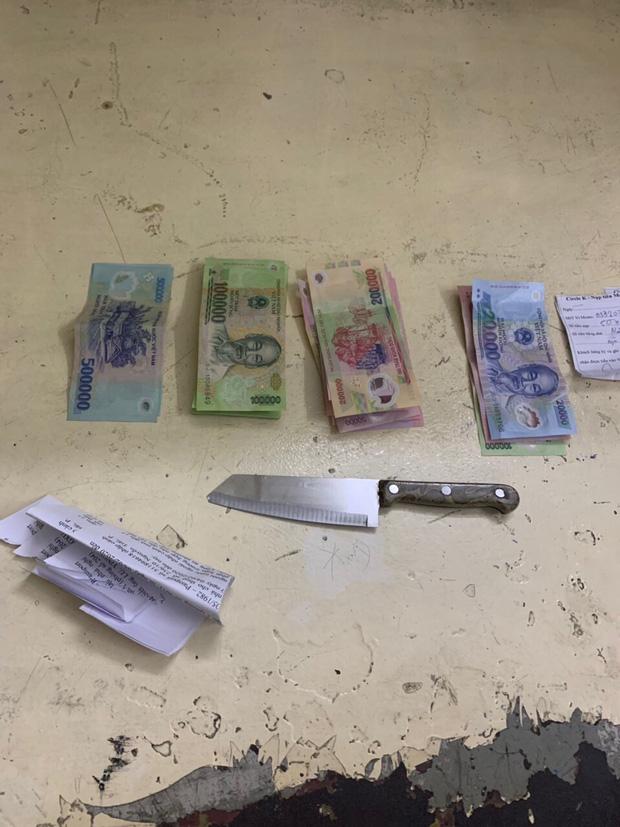 Du khách nước ngoài dùng dao khống chế nhân viên, cướp tài sản ở trung tâm Sài Gòn-2