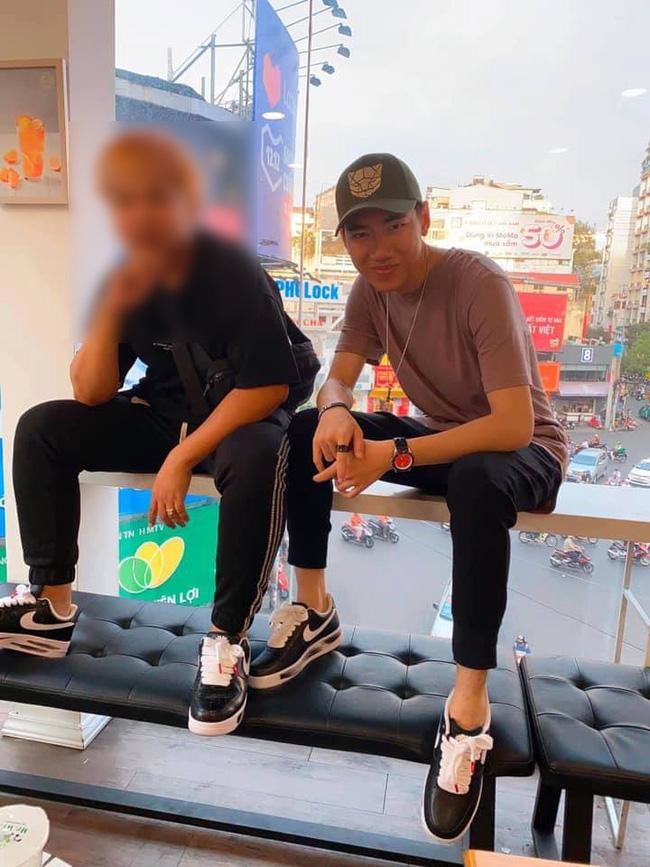 Từ cái gác chân kém duyên của Mâu Thủy: Những đôi chân hư hỏng của sao Việt khiến khán giả nhức mắt vì hành động xấu xí nơi công cộng-3
