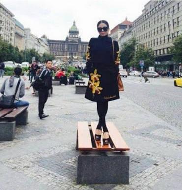 Từ cái gác chân kém duyên của Mâu Thủy: Những đôi chân hư hỏng của sao Việt khiến khán giả nhức mắt vì hành động xấu xí nơi công cộng-4