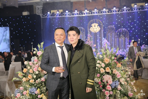 2 thiếu gia nhà bầu Hiển dự đám cưới Duy Mạnh - Quỳnh Anh, khí chất tổng tài khiến dân tình trầm trồ-2