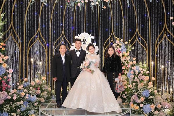2 thiếu gia nhà bầu Hiển dự đám cưới Duy Mạnh - Quỳnh Anh, khí chất tổng tài khiến dân tình trầm trồ-3