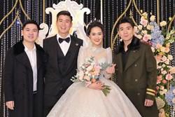 2 thiếu gia nhà bầu Hiển dự đám cưới Duy Mạnh - Quỳnh Anh, khí chất tổng tài khiến dân tình trầm trồ