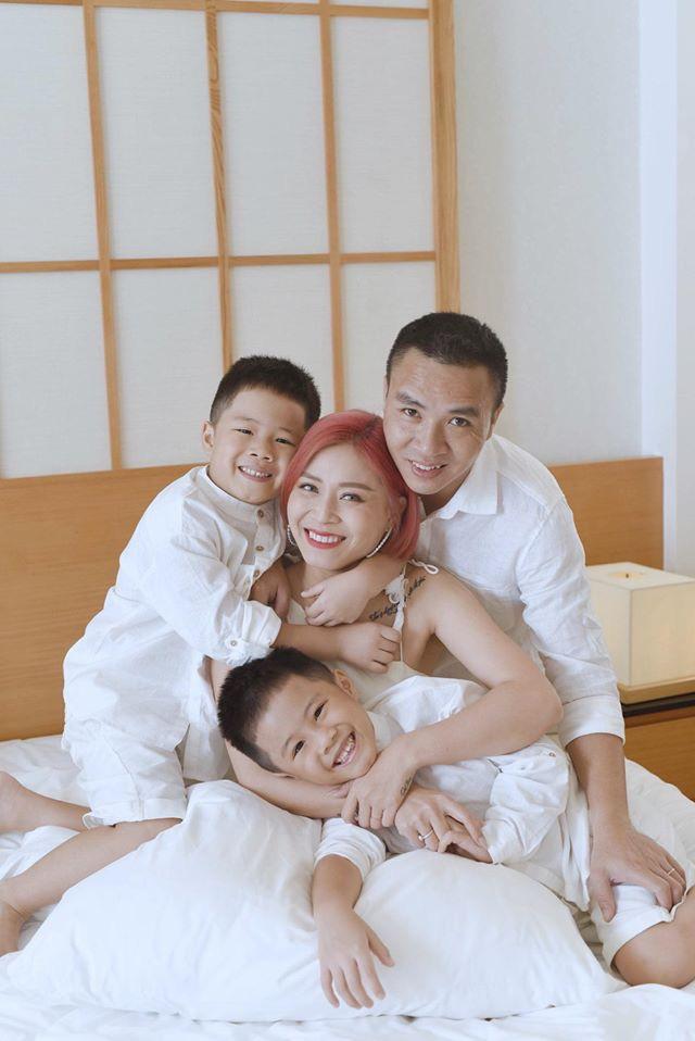 """Phụ huynh thất nghiệp"""", con cái thất học"""", MC Hoàng Linh khoe cảnh gia đình thời corona khiến nhiều người đồng cảm-1"""
