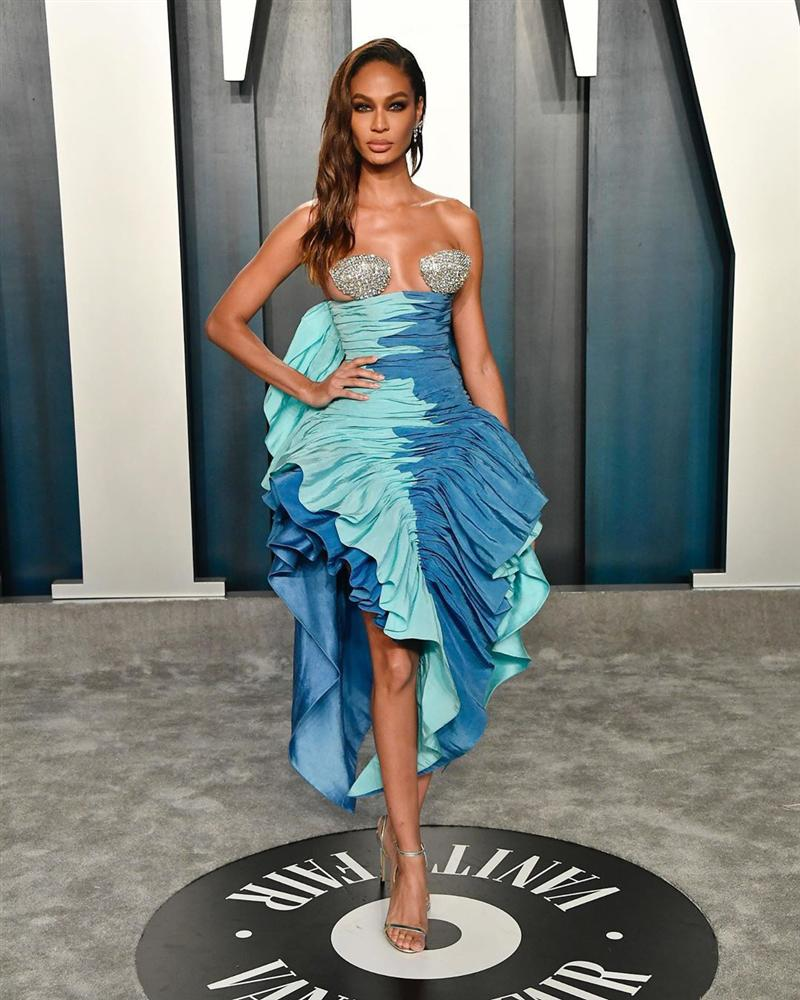 Tiệc hậu Oscar: Các sao lên đồ xuất sắc hơn hẳn sự kiện chính, hot nhất là Kylie Jenner với bộ váy bó đến độ... không ngồi được-3