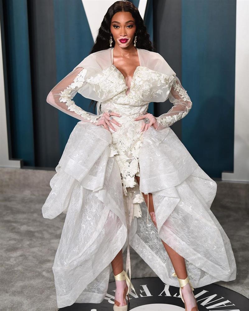 Tiệc hậu Oscar: Các sao lên đồ xuất sắc hơn hẳn sự kiện chính, hot nhất là Kylie Jenner với bộ váy bó đến độ... không ngồi được-13