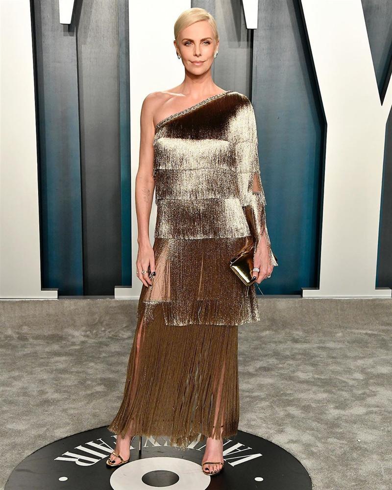 Tiệc hậu Oscar: Các sao lên đồ xuất sắc hơn hẳn sự kiện chính, hot nhất là Kylie Jenner với bộ váy bó đến độ... không ngồi được-14