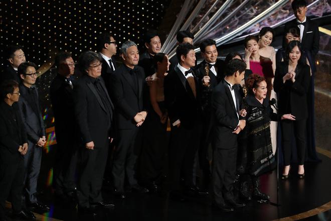 Nữ tỷ phú châu Á nhỏ bé và câu chuyện khiến cả Hollywood nín lặng-2