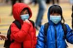 Tâm sự từ ổ dịch Vũ Hán: 2 bố con nữ bệnh nhân nhiễm virus cách ly tại nhà vì bệnh viện quá tải, thấp thỏm sợ lây cho các con nhỏ-3
