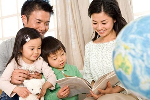 Con nghỉ học ở nhà phòng tránh virus corona, cha mẹ thi nhau chia sẻ các trò chơi cực kỳ thú vị được con hưởng ứng nhiệt tình-1