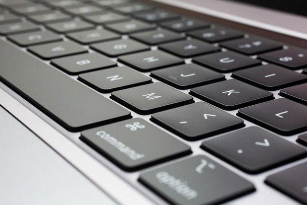 Sao Oscar lên nhận giải còn tế luôn cả Apple, chỉ trích bàn phím MacBook chất lượng quá tệ-2