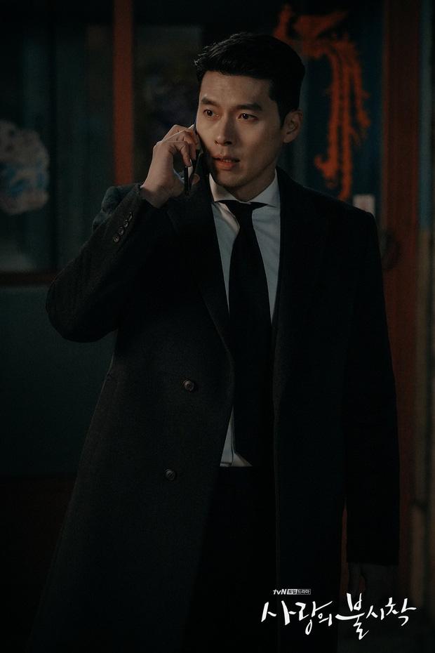Rộ hậu trường Hạ cánh nơi anh tập cuối: Hyun Bin bị còng tay, tạm biệt Son Ye Jin trước khi đi lãnh án?-4