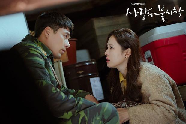 Rộ hậu trường Hạ cánh nơi anh tập cuối: Hyun Bin bị còng tay, tạm biệt Son Ye Jin trước khi đi lãnh án?-5