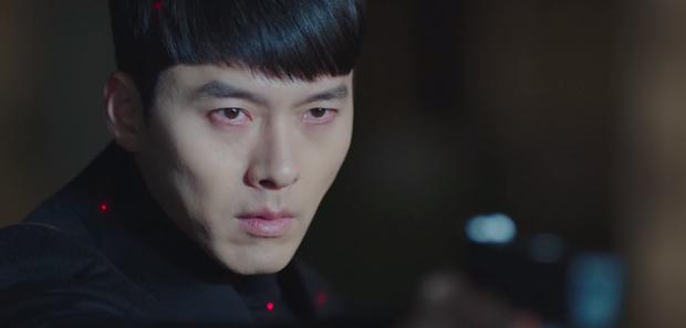 Rộ hậu trường Hạ cánh nơi anh tập cuối: Hyun Bin bị còng tay, tạm biệt Son Ye Jin trước khi đi lãnh án?-2