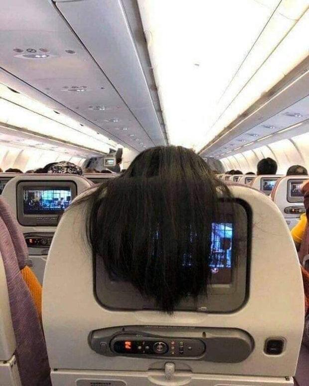 Nhức mắt với hành động xấu xí của nữ hành khách trên máy bay, dân mạng mách cách giải quyết cực gắt-1