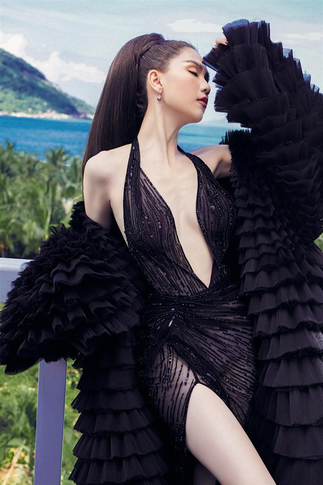 Ngọc Trinh chọn sai váy gợi cảm, để lộ thân hình gầy trơ xương đến xót xa-2