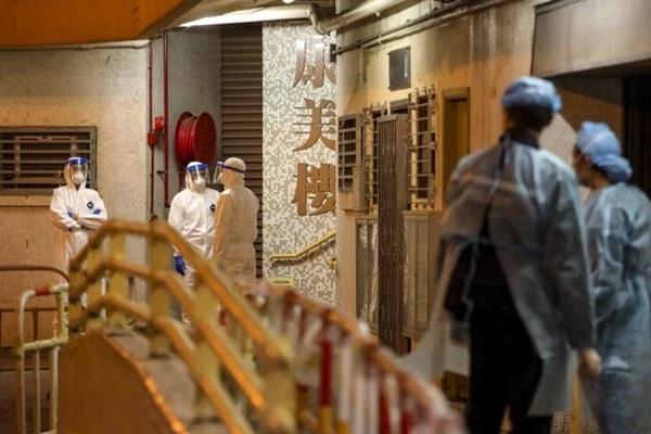 2 người nhiễm virus corona tại khu dân cư cao cấp ở Hong Kong: Chuyên gia tiết lộ thêm con đường lây nhiễm tinh vi khiến hơn 100 người sống ở khu dân cư phải sơ tán-1