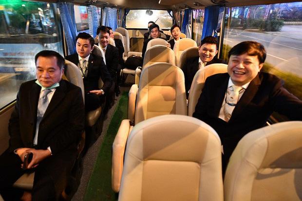 9 giờ không ăn, không uống của phi hành đoàn trên chuyến bay đặc biệt đưa công dân Việt từ Vũ Hán về nước-2