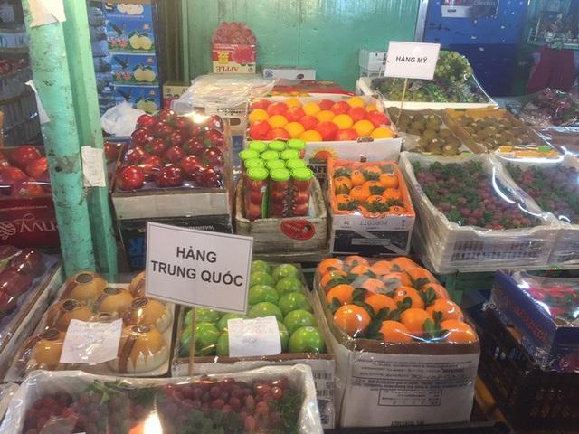 Các cửa khẩu tạm đóng sao rau củ quả Trung Quốc vẫn bán đầy chợ?-1