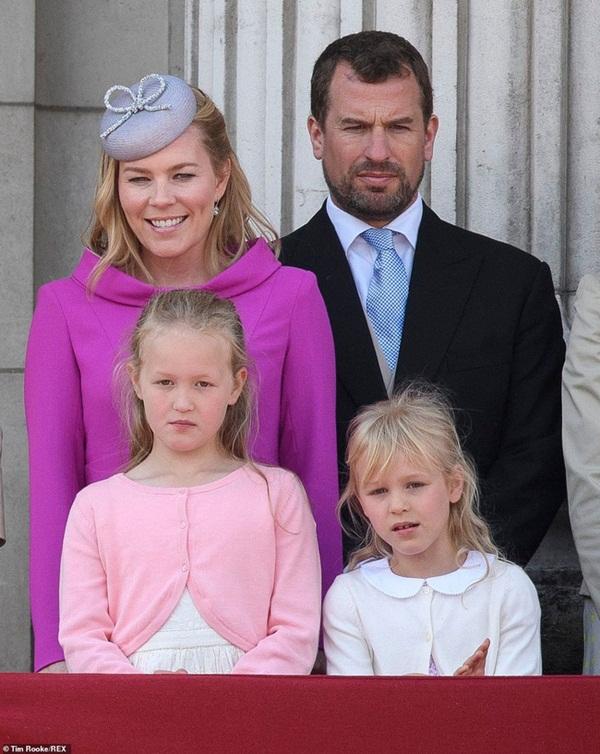 Cú sốc hoàng gia: Cháu trai lớn nhất của Nữ hoàng Anh bị vợ đệ đơn ly hôn và lý do được cho là xuất phát từ vợ chồng Meghan Markle-2