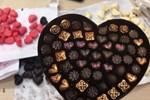 Dịch vụ đặc biệt cho những trái tim tan vỡ vào Valentine: Đặt tên người yêu cũ cho gián rồi để nó làm bữa tối của các con vật khác-3