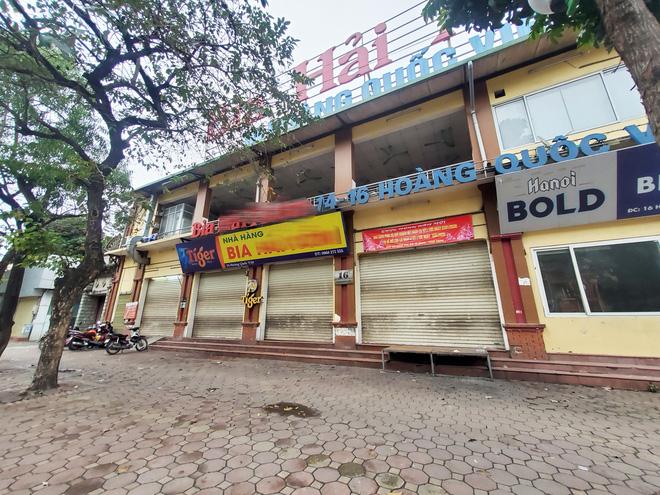 Hàng nhậu nổi tiếng nhất nhì Hà Nội đóng cửa im lìm, bàn ghế phủi bụi vì dịch Corona-3