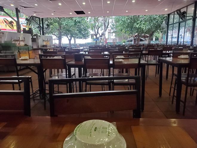 Hàng nhậu nổi tiếng nhất nhì Hà Nội đóng cửa im lìm, bàn ghế phủi bụi vì dịch Corona-7