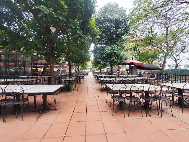 Hàng nhậu nổi tiếng nhất nhì Hà Nội đóng cửa im lìm, bàn ghế phủi bụi vì dịch Corona-8