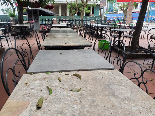Hàng nhậu nổi tiếng nhất nhì Hà Nội đóng cửa im lìm, bàn ghế phủi bụi vì dịch Corona-9